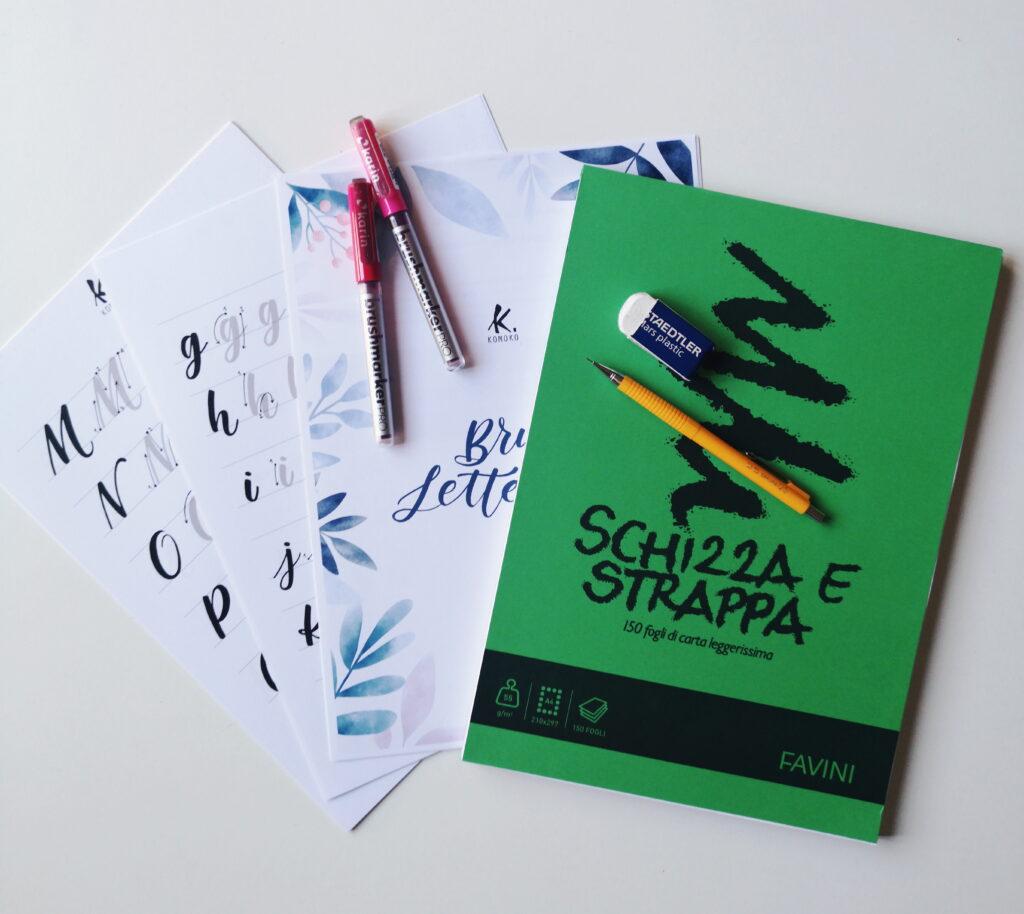 Brush Lettering i materiali per iniziare: manuale, brush pen e blocco favini